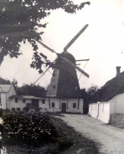Katrinebjerg mølle efter den er flyttet til Hammerum by i 1885