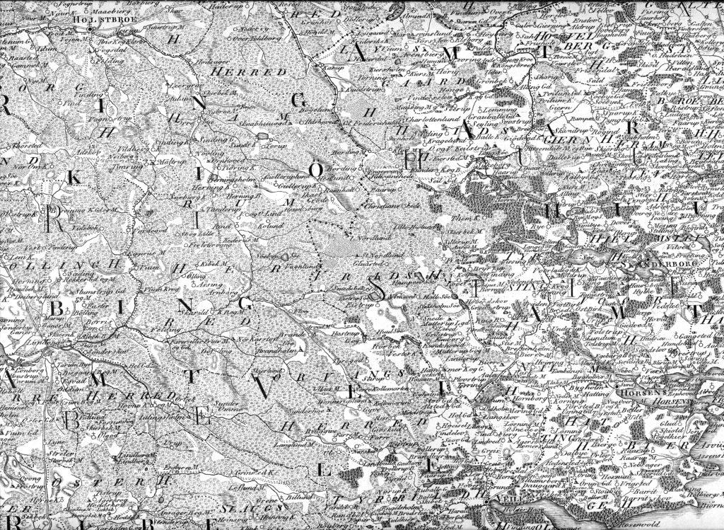 Udsnit af det gamle kort; man kan godt følge vejene til Horsen og Veile fra Holstebro som to parallele linier. Holstebro-Horsens-vejen passerer: Aulum, Nybro Mølle, Sunds Kirke, Gjelleruplund, Gjellerup Kirke, Ikast Kirke, Grøde, Lille Hjøllund, Vrads Kirke, Løve, Grædstrup, Ring og Nim. Holstebro-Veile-vejen Passerer: Vejen Mølle, Aulum, Sinding gdr., Tørring Kirke, Herning gl-Kirke, Rind, Fløe, Arvad Mølle, Brande Kirke, Riis, Givskud Kirke, Jelling, Højgaard. I det store og hele følger de nuværende veje de gamle veje.