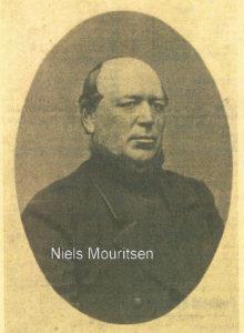 Vildbjerg bys udvikling gik ikke særlig stærkt i tiden op til år 1900. Det kunne måske ærgre Niels Mouritsen, som havde mange ideer og var travlt optaget af foreningsarbejde. Udviklingen kom med den jernbane, der først og fremmest var Niels Mouritsens værk men han døde kort efter de første togs ankomst til Vildbjerg.