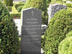 Olesen Søndergaards gravsten