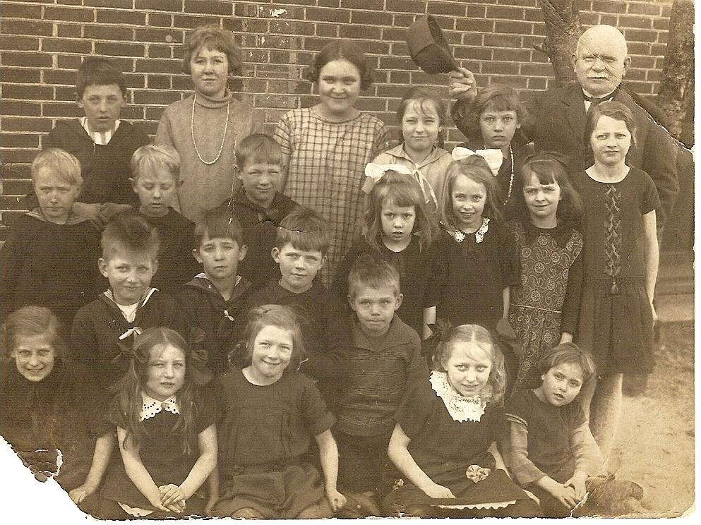 Elever fra Neder Feldborg skole 1927-28 Fotoet er en gave fra Petra Mortensen
