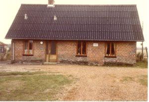 "Neder Feldborg gamle skole. bygget 1883. Kaldet ""Fattighuset"" Formedentlig fotograferet i 1980`erne."