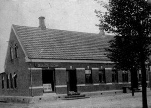 Skrædderfamiliens ejendom på hjørnet af Bredgade og Søndergade, nu Hovedgaden og Agerskovvej